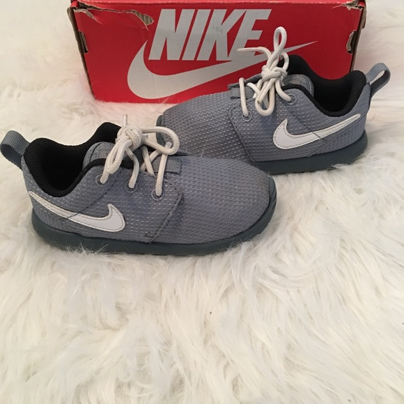99ef954223e7 Toddler boys Nike Roshe Run shoes. M 5a9d9b643800c5bedc8bc1ef